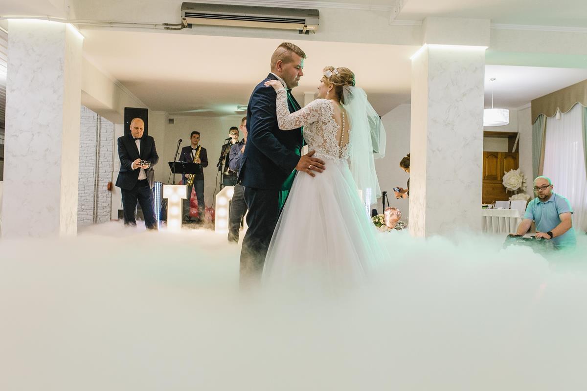 taniec w ciężkim dymie